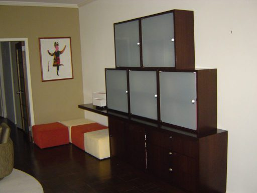 Cantilevered Wall Unit View 512 2